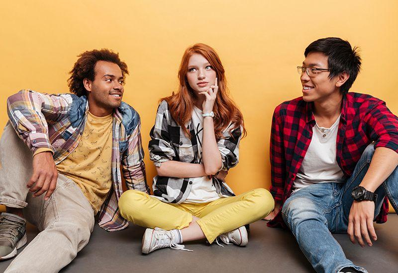 PRAT: Øv deg på å bli en flink samtalepartner. Da er det lettere å skape nye meningsfulle relasjoner. Foto: Colourbox