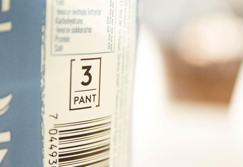 PANT: Å pante flaskene er et veldig enkelt tiltak du kan gjøre for å resirkulere flaskene - og så gir det deg penger tilbake.