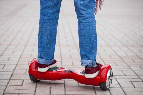 Person på tohjuls selvbalanserende kjøretøy (colourbox.com)