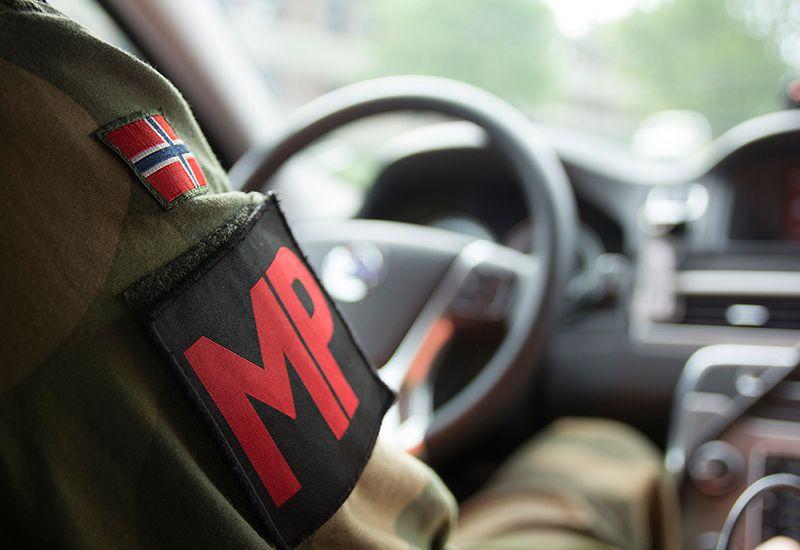 Militærpoliti ute på kjøretur (colourbox.com)