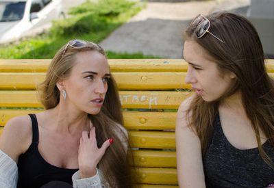 BEDRE: Å snakke om vanskelige ting med gode venner, gjør det ofte bedre og enklere i hverdagen.
