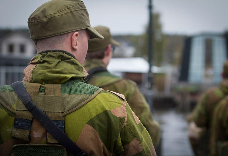 Mann i militæruniform (colourbox.com)