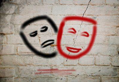 Glad og trist maske (colourbox.com)