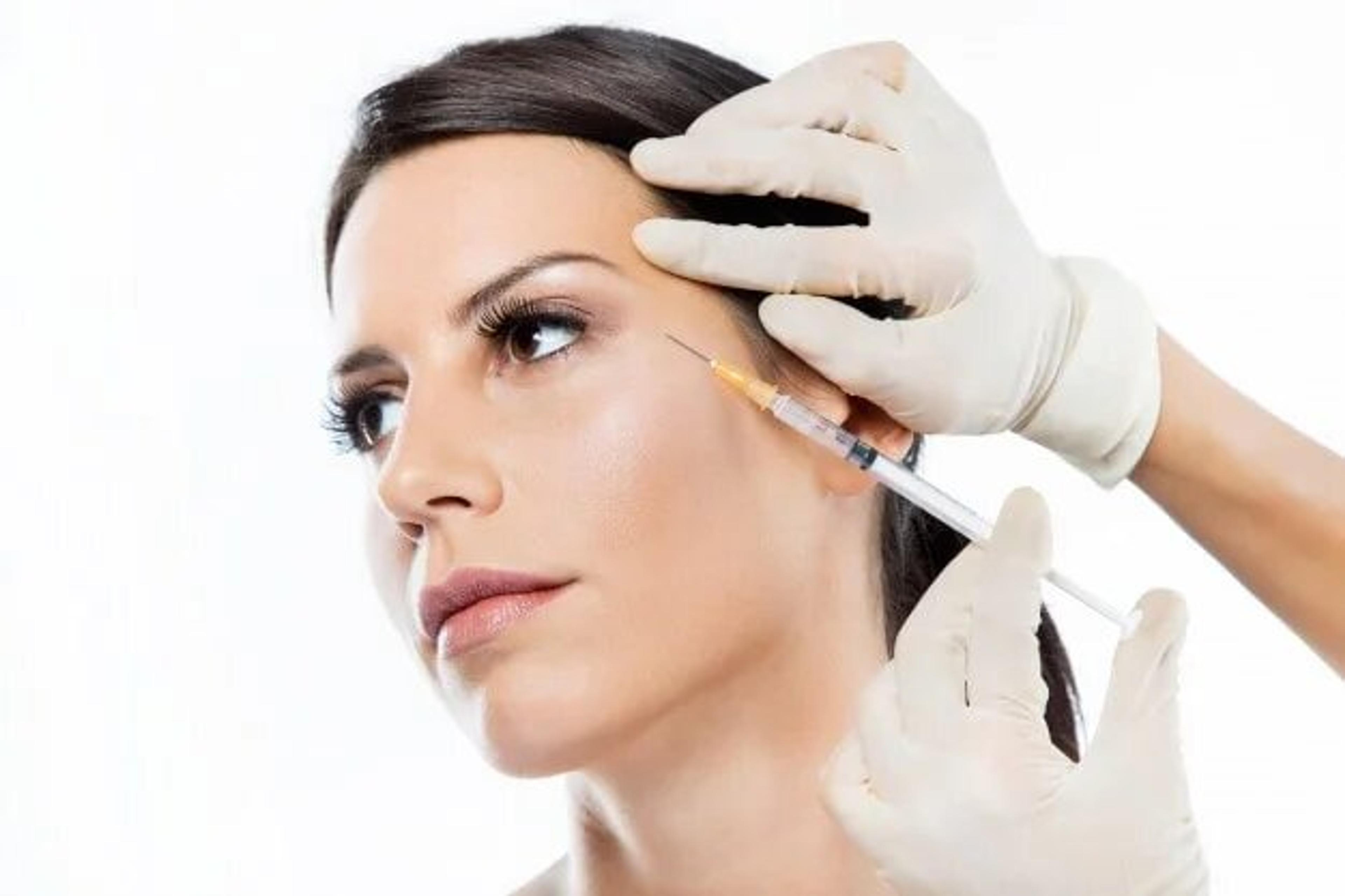 Patient receiving injection near the eyes