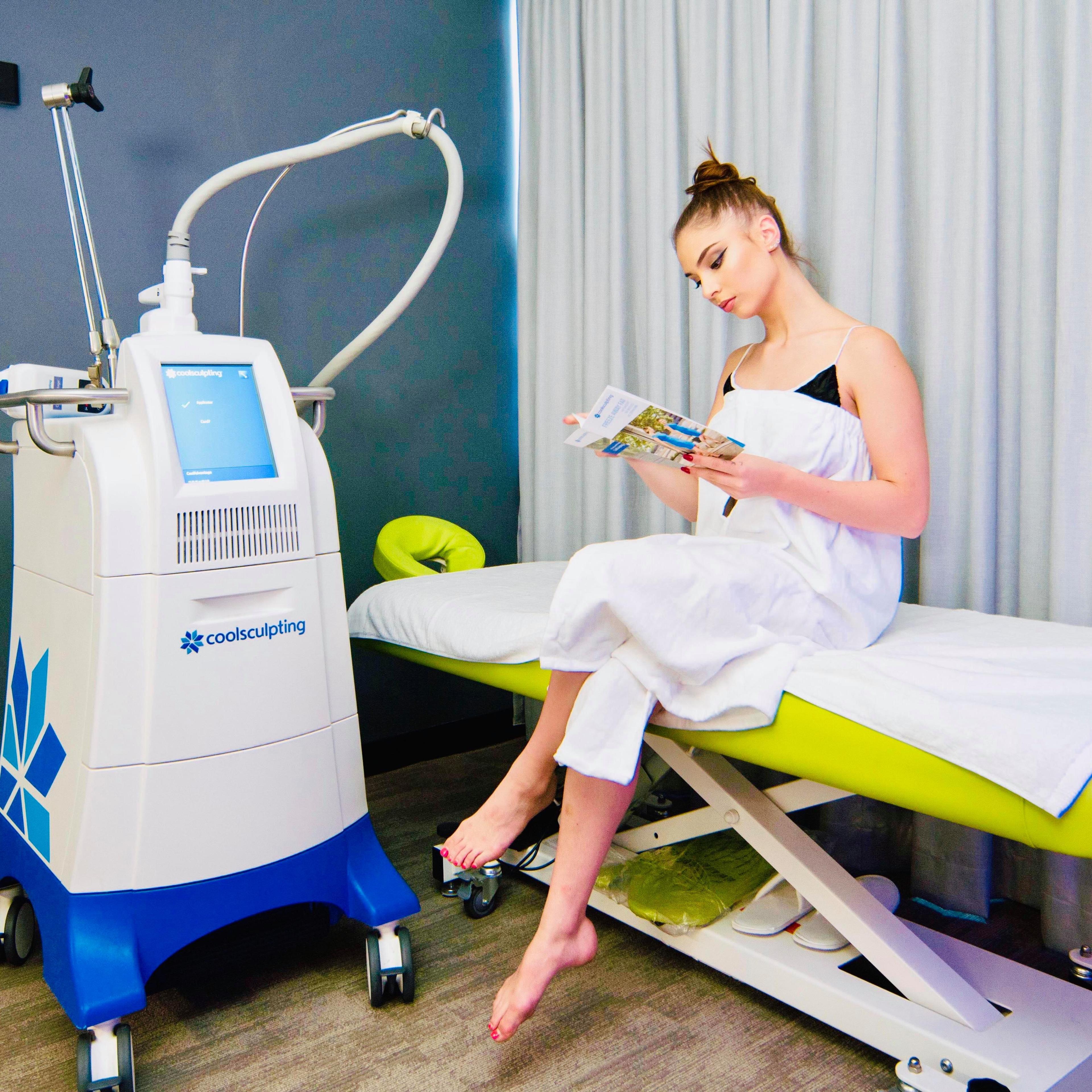 Patient receiving Coolsculptinng treatment at 99 Medispa