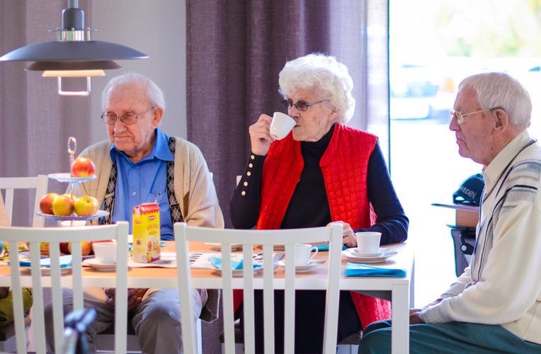 Det drikkes kaffe hos Lambertseterhjemmet, et sykehjem hos Aleris.