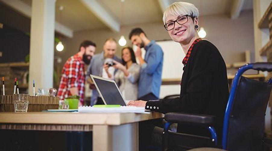Gjennom funksjonsassistentordningen kan funksjonshemmede være i vanlig jobb