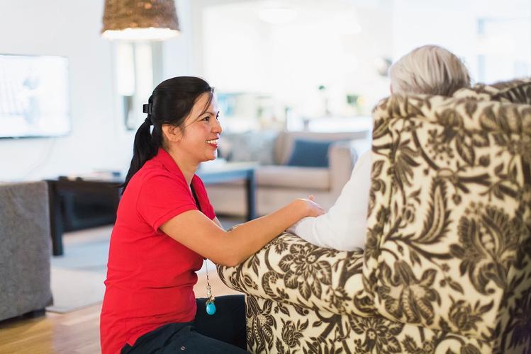 Eldre kvinne hos Stendi