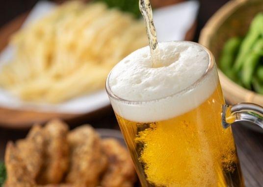 """Der Tag in Japan endet mit einem Glas Bier. """"Doria-ez, Bi-lu (とりあえず、ビール: Bier erst bitte!!)"""""""