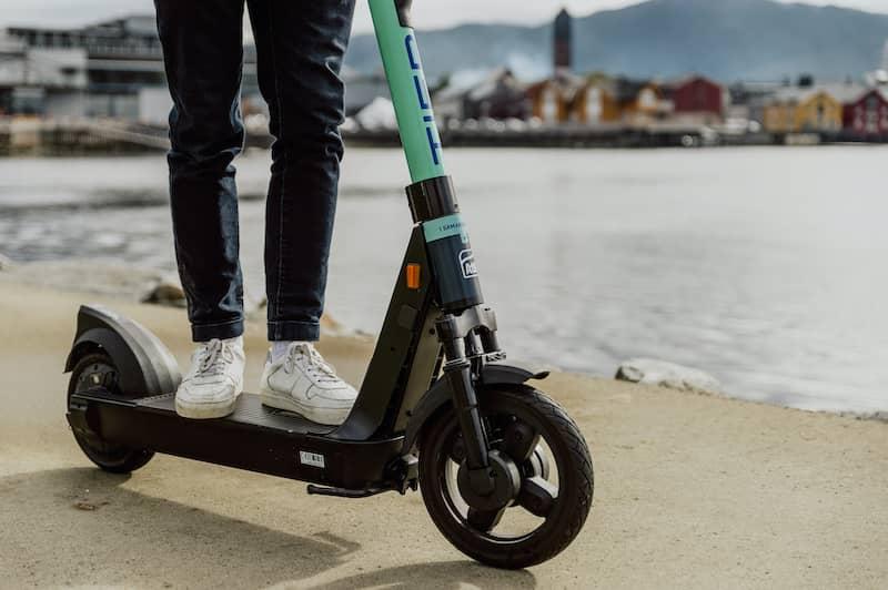 Elsparkesykkel foran Namsos sentrum