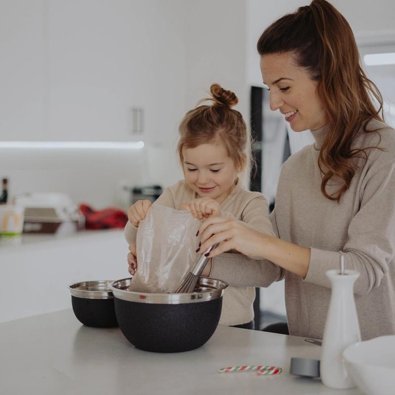 Cocinar con tus hijos trae varios beneficios
