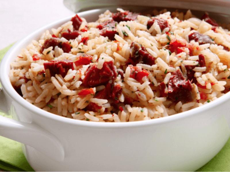 Ainda tem arroz na geladeira? Confira 5 receitas deliciosas para aproveitar as sobras