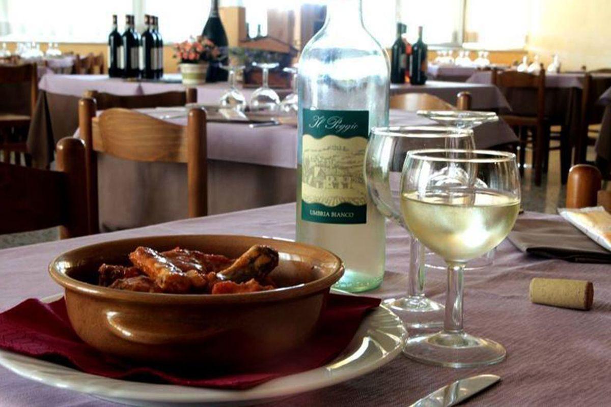 Good food and wine at da Gino's on the shores of Lake Chiusi