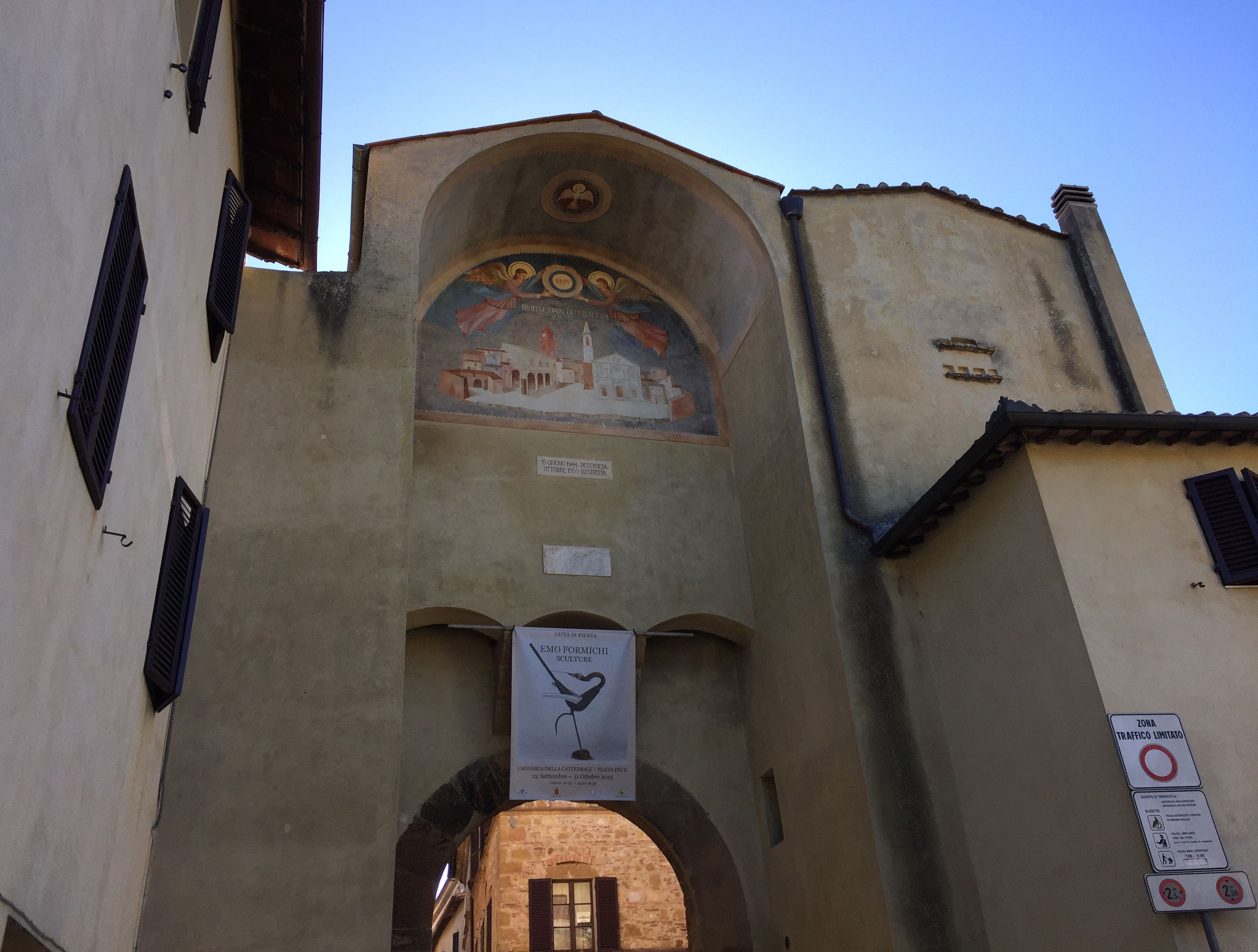 It was in Pienza, a little village in southern Tuscany that Renaissance town-planning concepts were first put into practice after Pope Pius II decided, in 1459, to transform the look of his birthplace. He chose the architect Bernardo Rossellino, who applied the principles of his mentor, Leon Battista Alberti. This new vision of urban space was realized in the superb square known as Piazza Pio II and the buildings around it: the Piccolomini Palace, the Borgia Palace and the cathedral with its pure Renaissance exterior and an interior in the late Gothic style of south German churches.