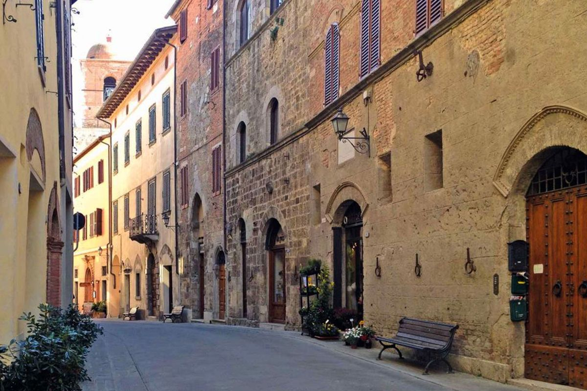 Via Giuseppe Garibaldi in the old town of Chiusi
