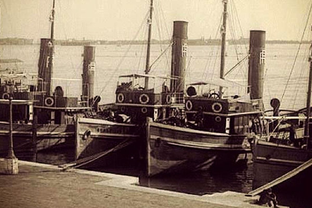 An early photo of Venice when it was an important port, filled with thirsty sailors.