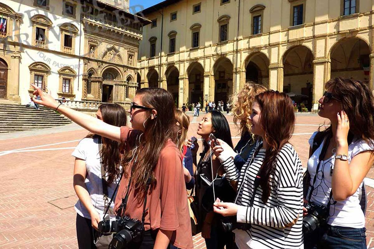 Listening to a Perfect Traveller audio tour in Arezzo