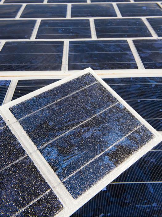 encapsulamento das células fotovoltaicos policristalinas em uma resina especial
