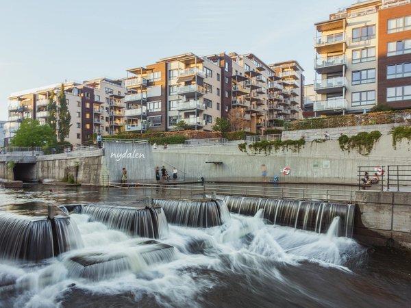 Nydalen pool | Art Lasovsky