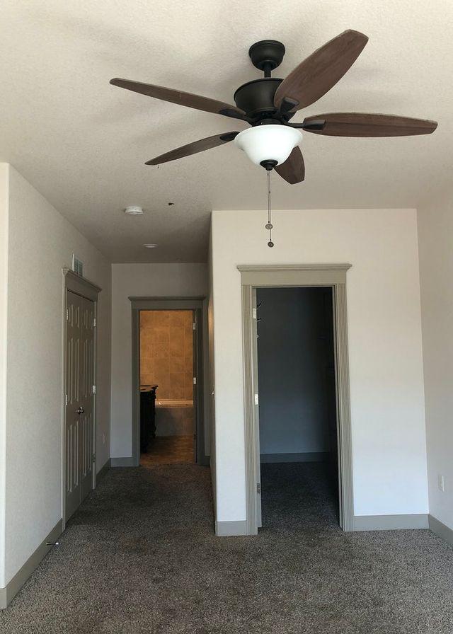 Main Bedroom Walk In Closet