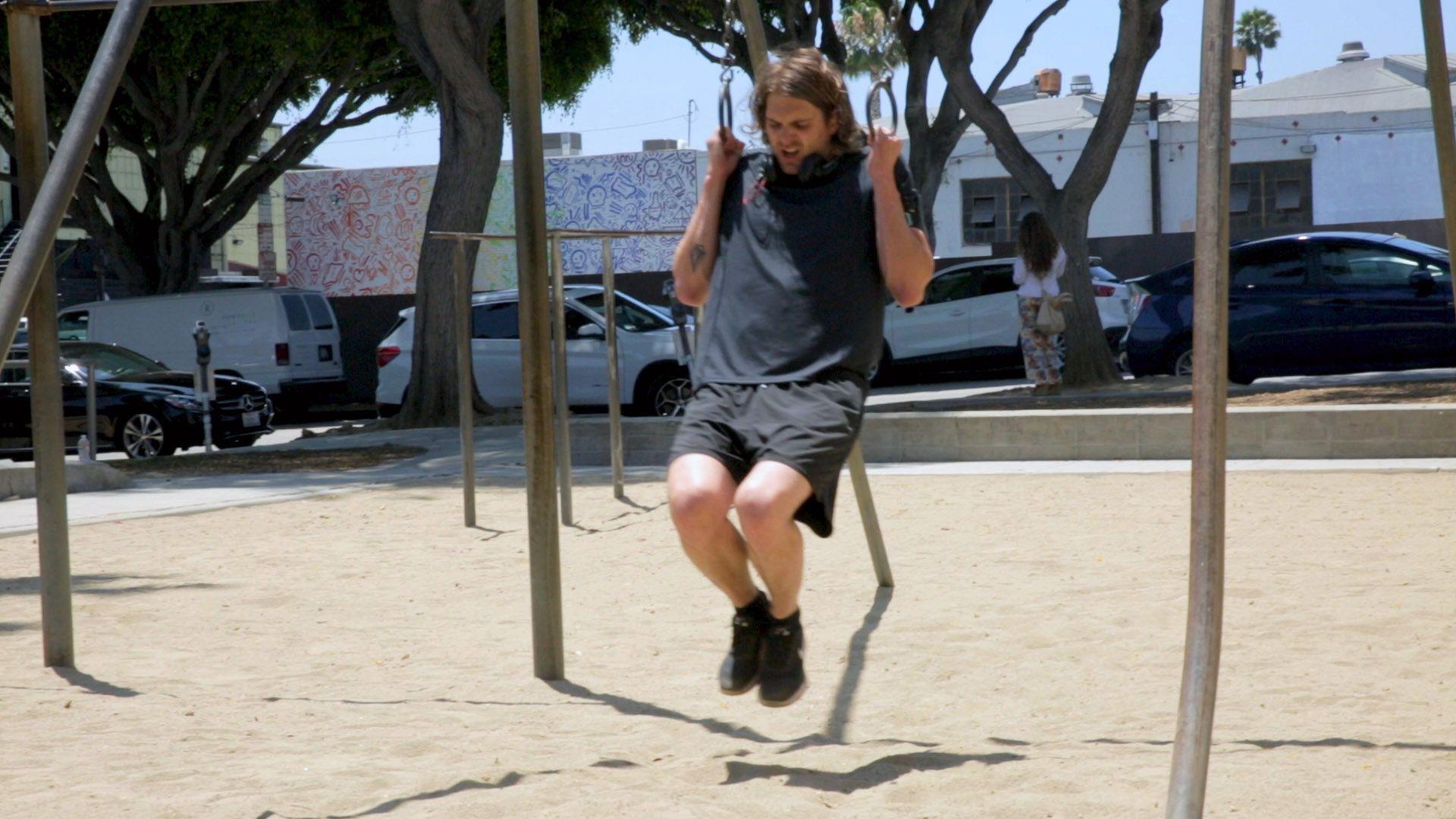 Som en viktig del av det å være kjendis i Hollywood, må alt i gamet være på plass. Skinny viser hvordan trening og helse opprettholdes i en ellers hektisk hverdag.