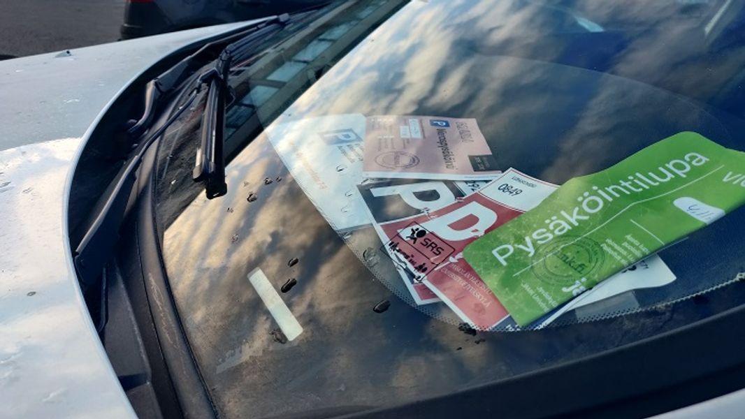 Pysäköintilaput ovat rasitteita taloyhtiöille. Pääset näistä eroon Sharewayn avulla.