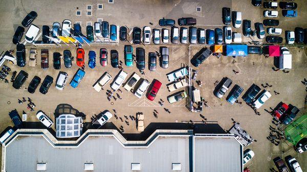 Yritykset tarvitsevat parkkipaikkojaan työpäivän ajan, joten aukioloaikojen ulkopuolella on tehokasta laittaa paikat vuokralle