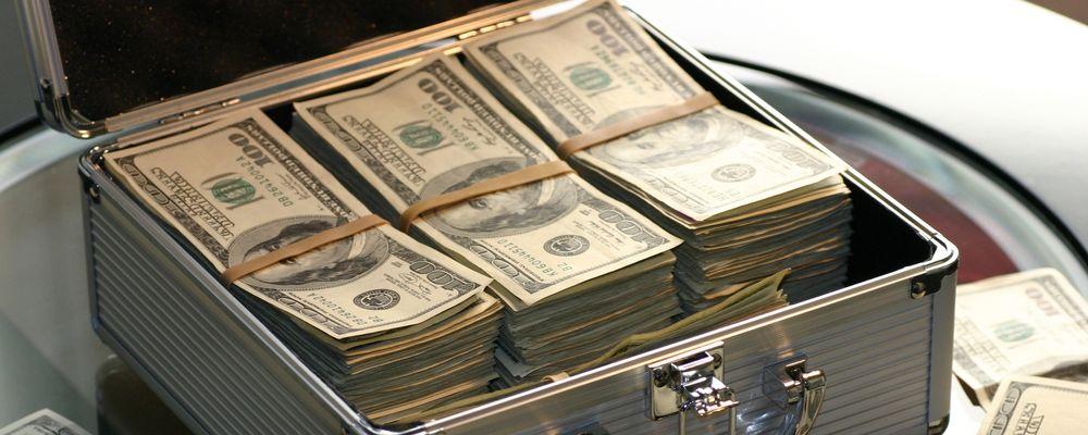 Bilde av en koffert med penger - symboliserer hva et holdingselskap fra Haas egentlig er - en koffert med penger.