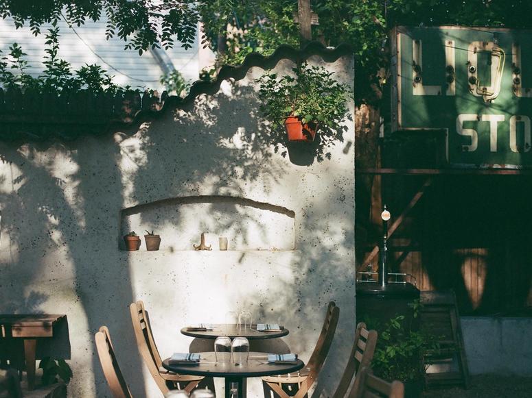 Colonia Verde's backyard dining area.