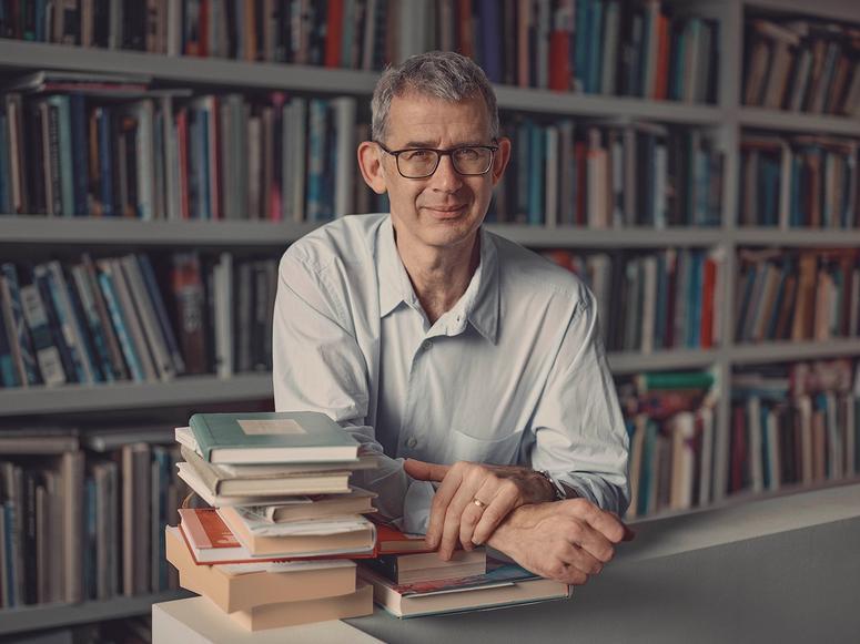 Potter Edmund de Waal with books