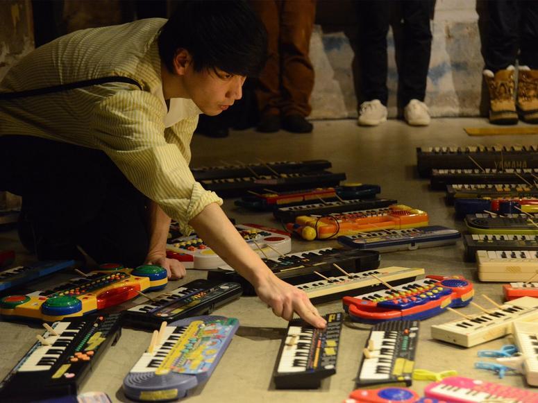 "Japanese experimental musician Asuna performing ""100 Keyboards"""