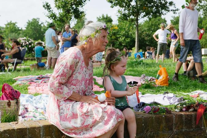 Oudere dame met kind