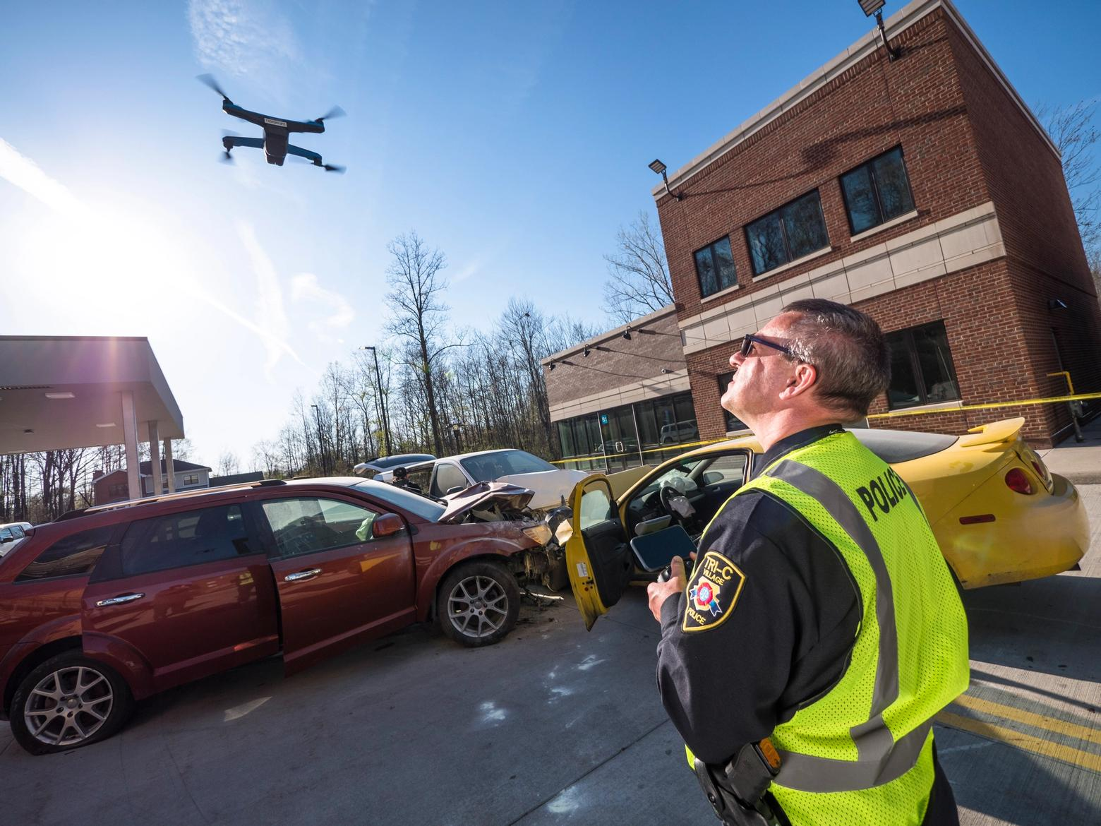 police piolting skydio 2 with 3D Scan
