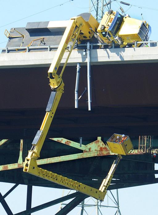 falling snooper truck bridge inspector