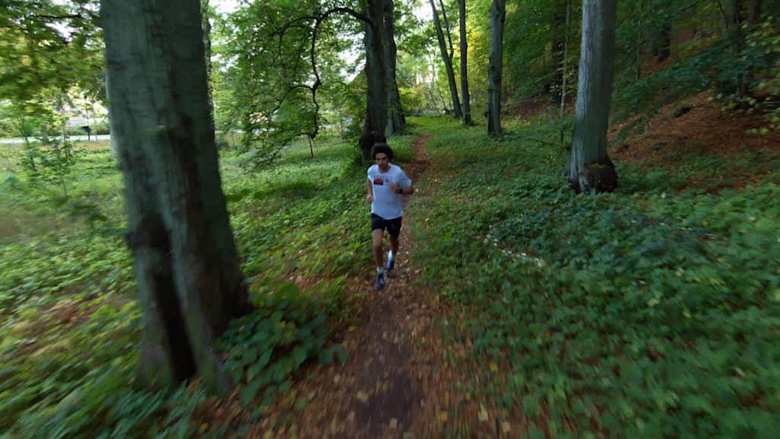 Alexander Holmblad running with Skydio 2
