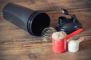 Casein protein powder shaker and measuring cup