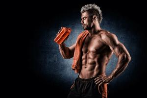Man drinking pre-workout supplements before starting his routine