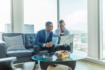 2 financiers applying fo rbusiness finance