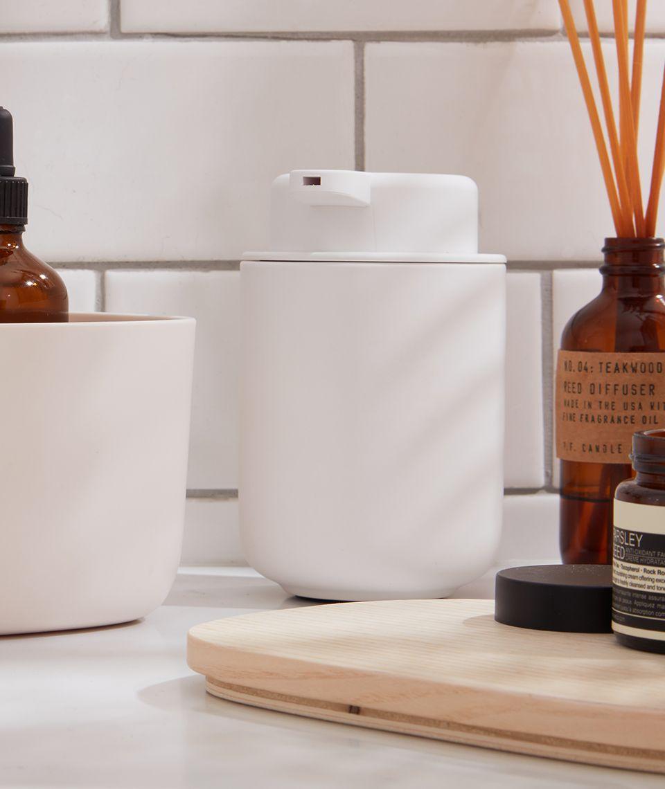 5050 Card - Refreshing Bathroom - Soap Dispenser - Desktop Image