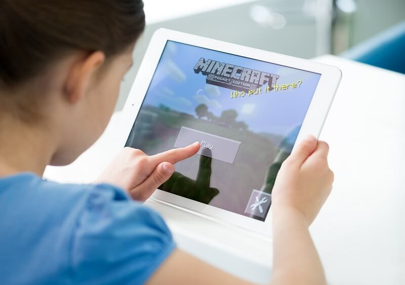 Blended Learning 2020 - Child playing Minecraft