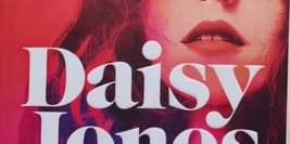 Cover Detail of Daisy Jones and the Six