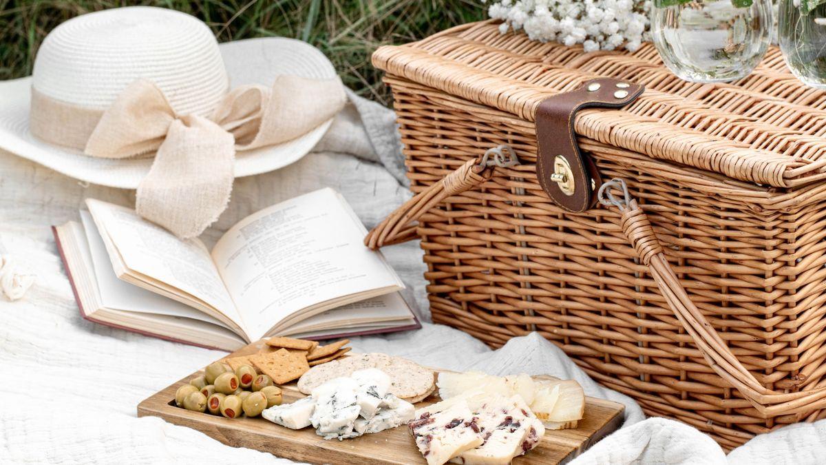 White picnic and book - Photo by Evangelina Silina on Unsplash