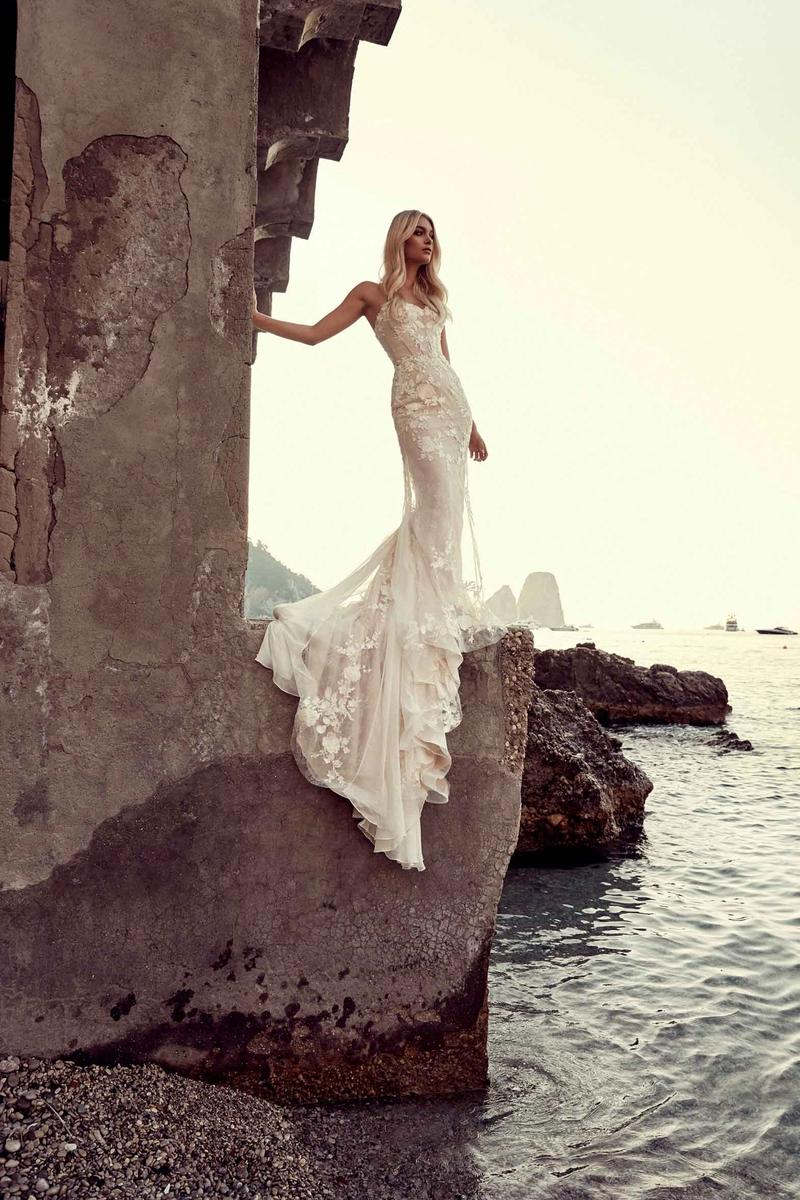 Chosen by One Day: La Bella Donna wedding dress gown italy  nova gown