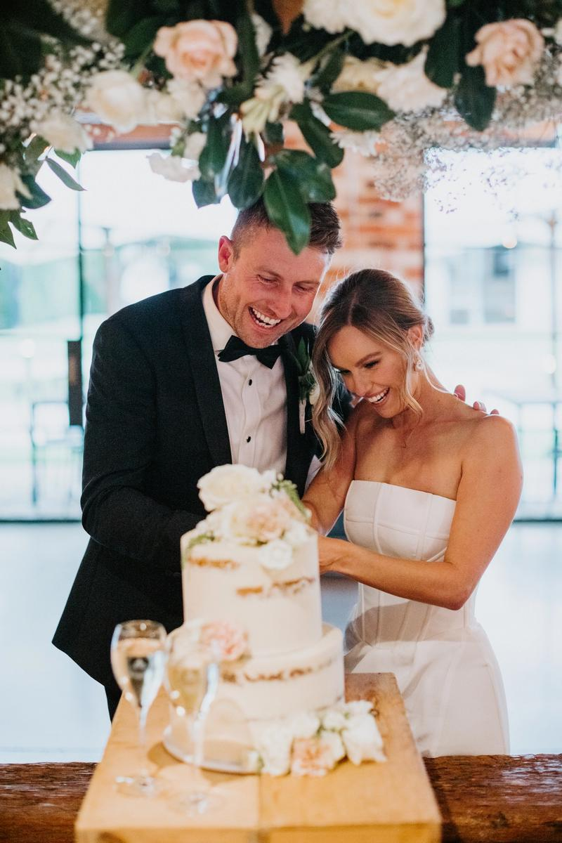 Claire:Wassily wedding Gown KYHA wedding cake melbourne
