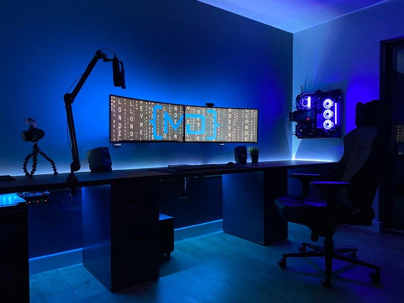 Wall-mounted curved ultrawide with no wires