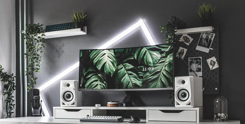 Lush white setup with 34 inch ultrawide