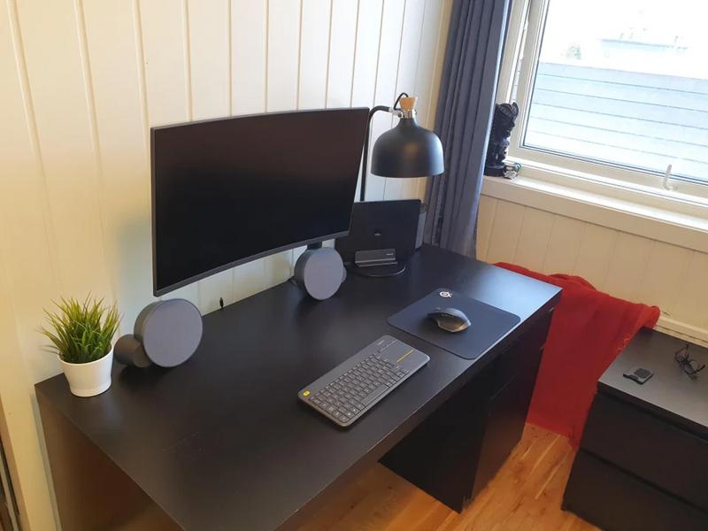 Clutter-free desk setup