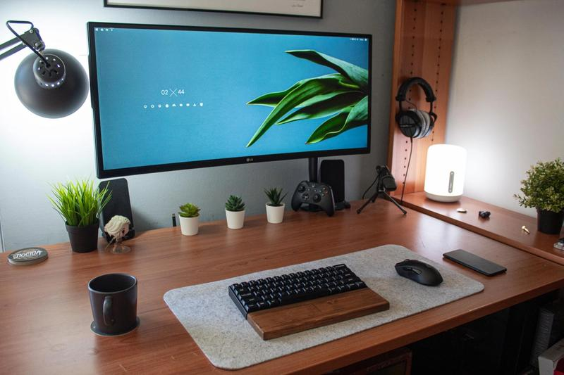 Beautiful zen setup with 34 inch ultrawide monitor