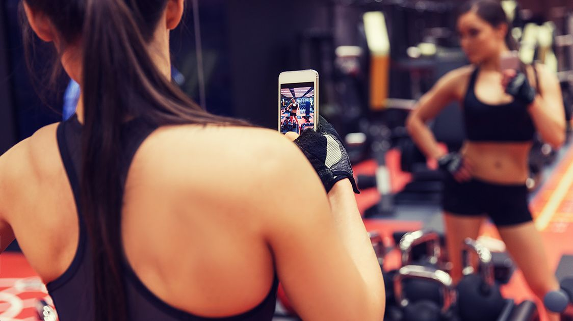 Instagram influencer taking a selfie in the gym