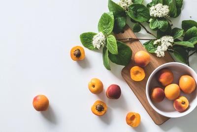 Albicocche fresche di stagione